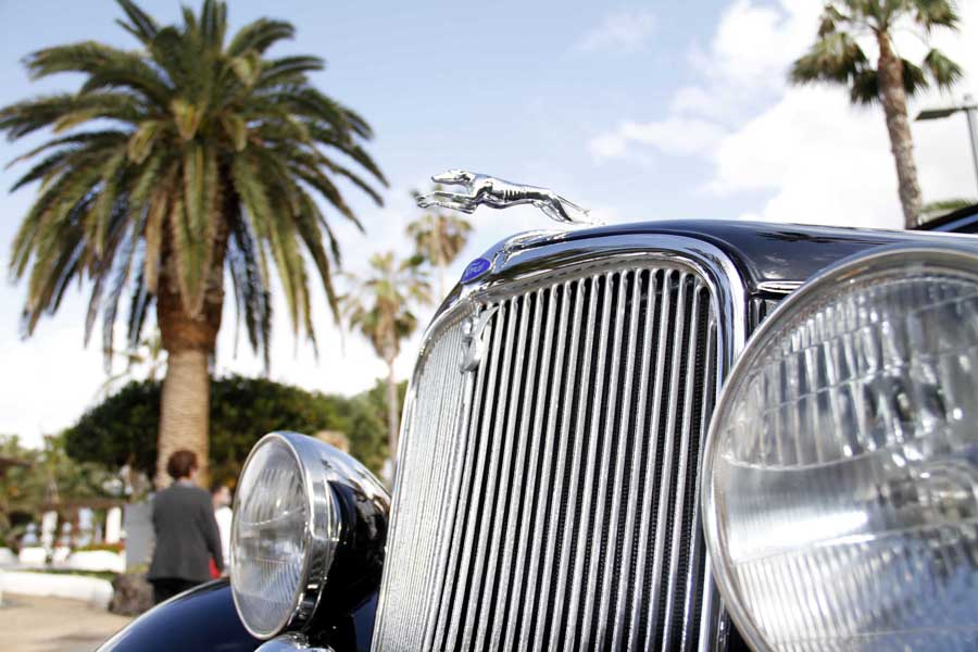 Los coches antiguos: protagonistas en los últimos 39 carnavales portuenses