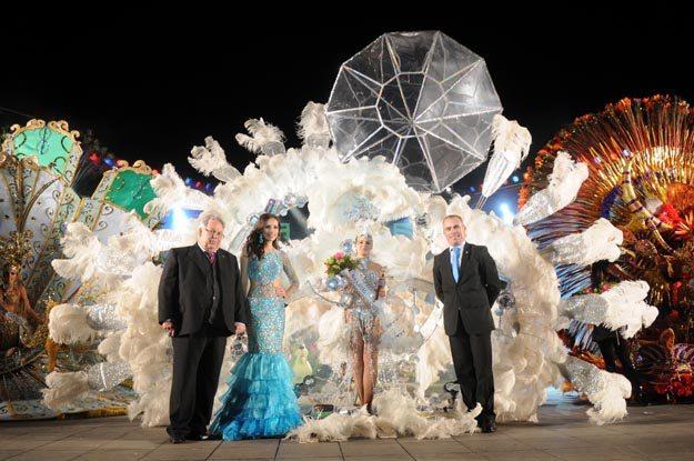 Virginia Molina_Marrero__-_Reina_del_Carnaval_2012_-_Autoridades