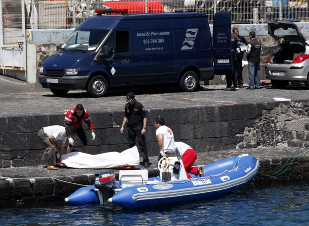 Traslado del_cuerpo_del_pescador_de_Punta_Brava_6-4-2012_Foto_Moises_Perez_Perez
