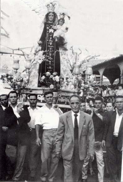 Primer_embarque_en_1954_de_la_actual_talla_de_la_Virgen_del_Carmen