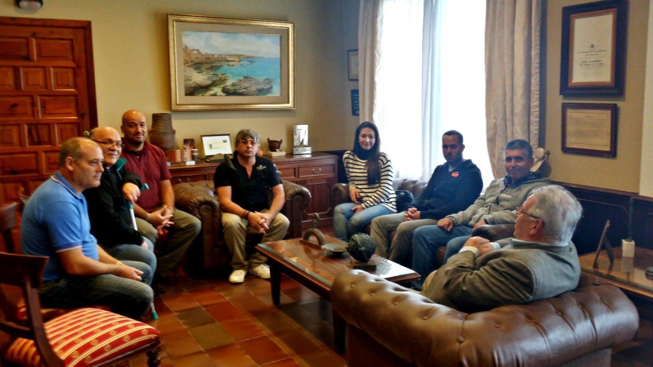 Los pescadores del Norte exponen su difícil situación al Ayuntamiento de Puerto de la Cruz