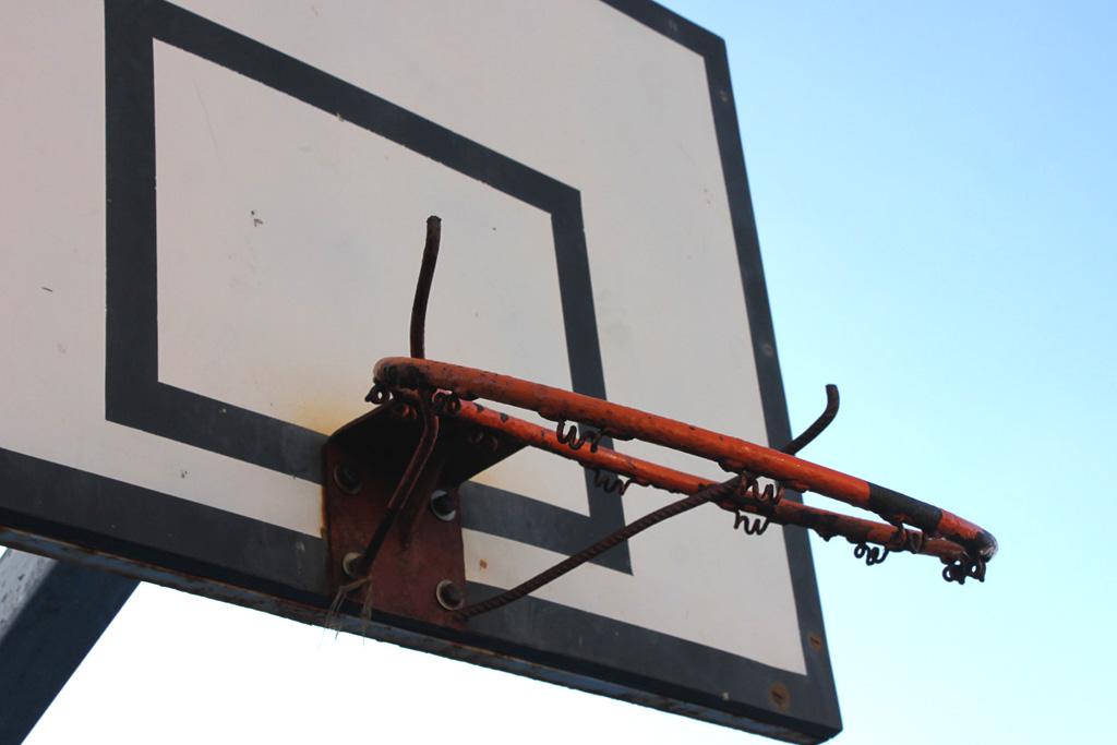 Aro roto de minibasket - Polideportivo de Punta Brava