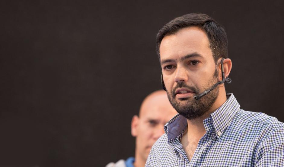 Lope Afonso promete si gobierna potenciar el área de servicios sociales