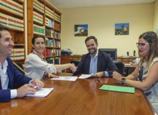 Firma ampliación contrato recogida de basuras con Sufi Tarajal