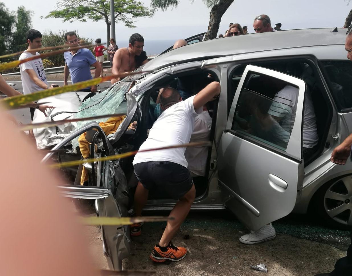 Suceso - Maniobras de ayuda a las personas accidentadas