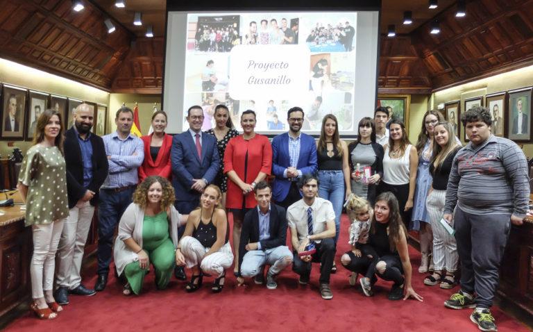 22 jóvenes del Proyecto Gusanillo acaban sus estudios en hostelería y estética