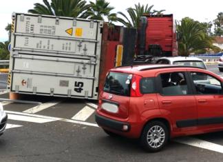 Suceso Vuelco de remolque de camion