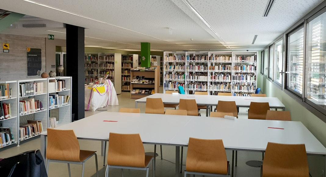 Interior de la Biblioteca Tomas Iriarte - Puerto de la Cruz