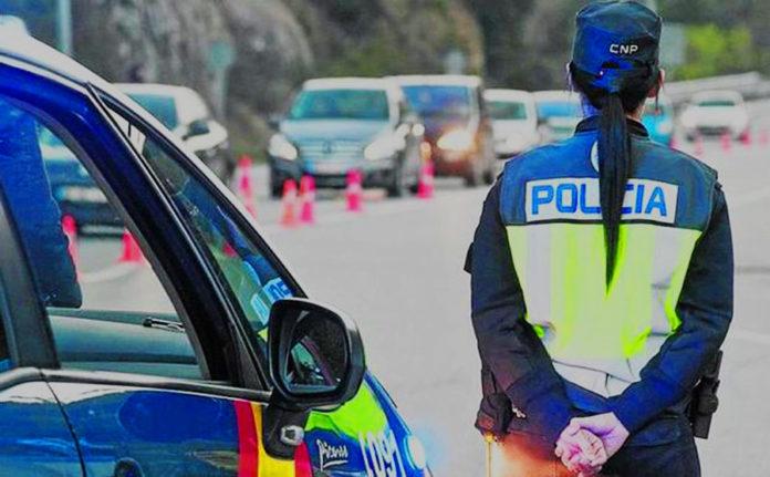 Policia Nacional realizando un control
