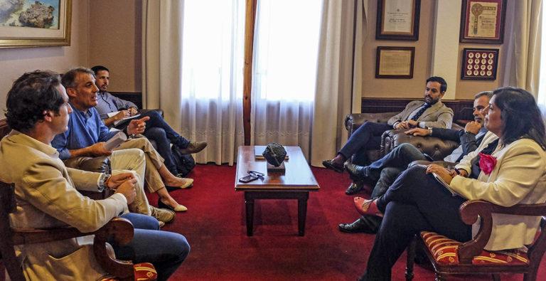 Consejería de Turismo del Gobierno de Canarias y Puerto de la Cruz coordinan actuaciones