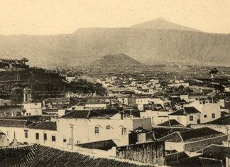 Vista del Puerto de la Cruz tomada desde el hotel Marquesa y con la montaña de Las Arenas al fondo