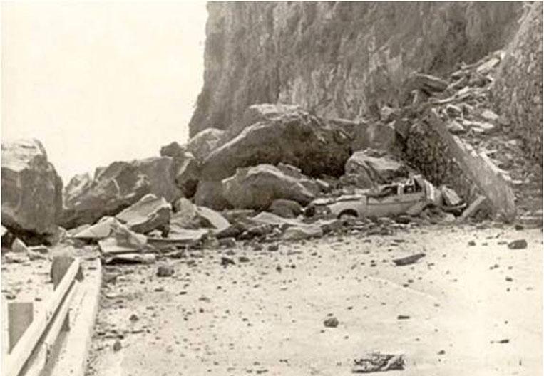 Caída de rocas del Acantilado de Martiánez sobre la vía - Autor anónimo