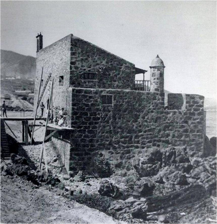 Imagen de la reparación del castillo y del puente levadizo. Años 60. Autor anónimo