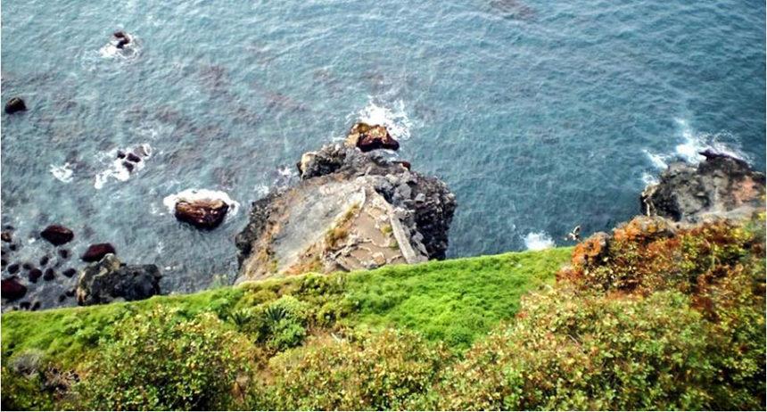 Abajo la zona de rocas conocida como La Laja de la Sal - Autor anónimo