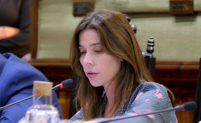 """Antonia Domínguez: """"la ley no permite que los funcionarios vuelvan a tener 4 pagas extras"""""""
