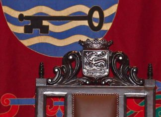 Detalle de escaño de la Alcaldia en salon de Plenos