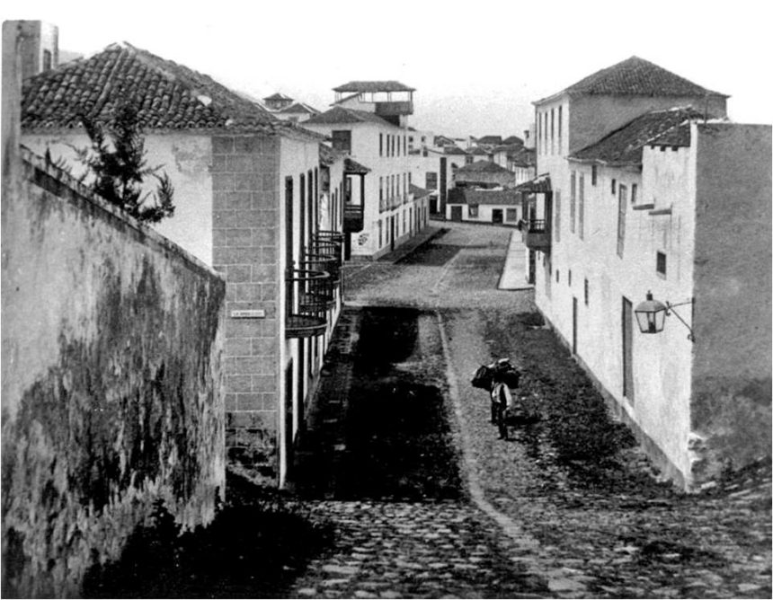 Imagen antigua de la Calle Iriarte