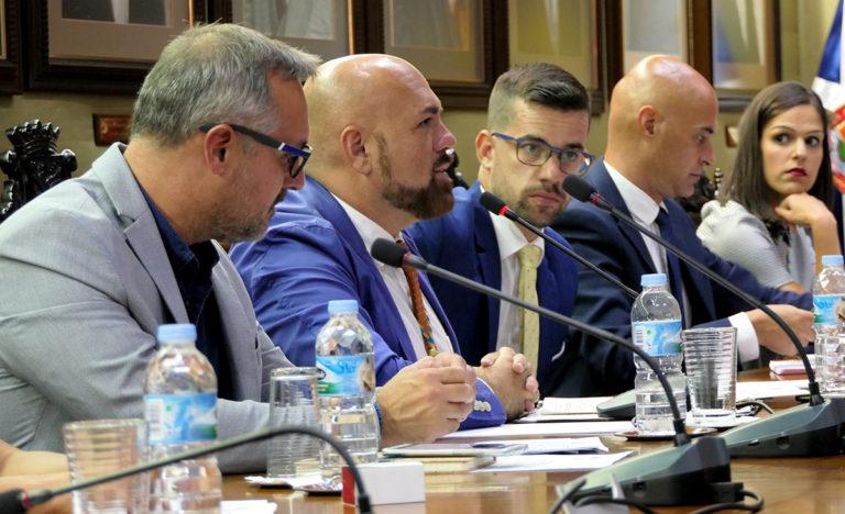 """Los socialistas denuncian la """"deriva antidemocrática de Lope Afonso"""""""