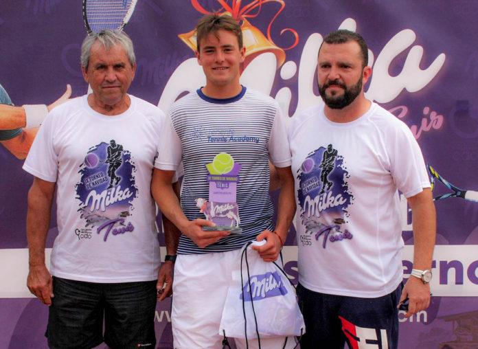 Álvaro Moscoso, el campeón del torneo Javier Cueto y Lorenzo Navarro
