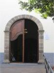 Puerta norte de la parroquia vuelta hacia la calle Quintana