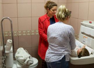 Cambiadores de bebés en aseos de instalaciones públicas