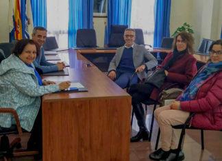 La Alcaldesa y el edil de Agricultura junto a representantes de la Cátedra