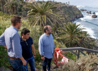 Visita a las obras realizadas en el acceso a Playa de Castro