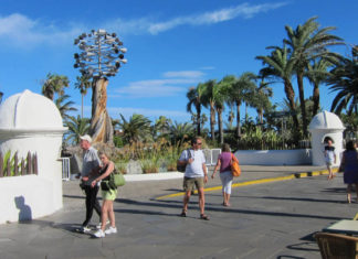 Turistas en la Avenida de Colón