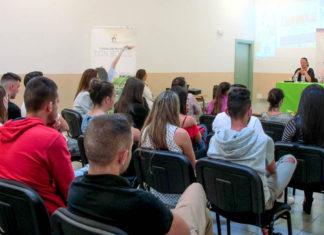 Acto clausura cursos formación empleo joven Fundación Don Bosco