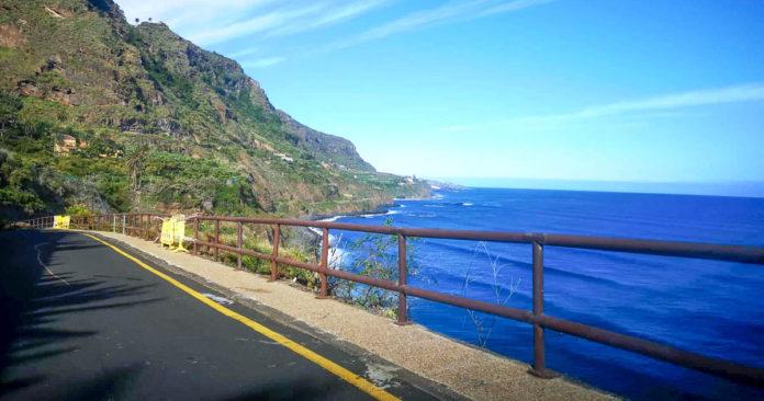 Barandas de la carretera de acceso a la playa de El Socorro