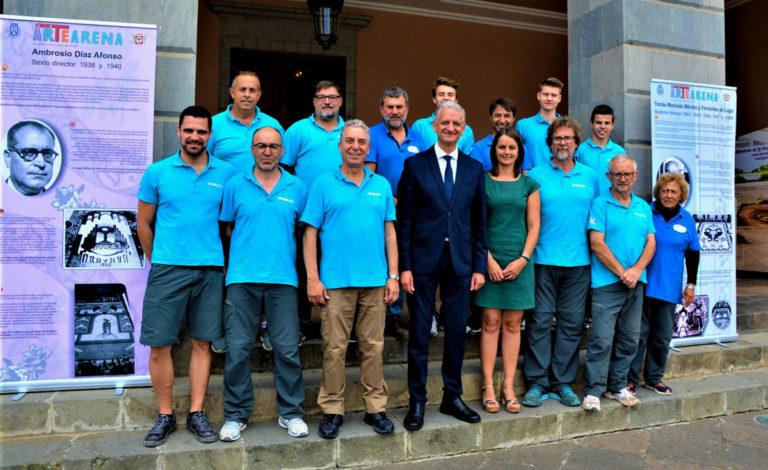 Homenaje a los 12 directores de la gran alfombra de la plaza del Ayuntamiento
