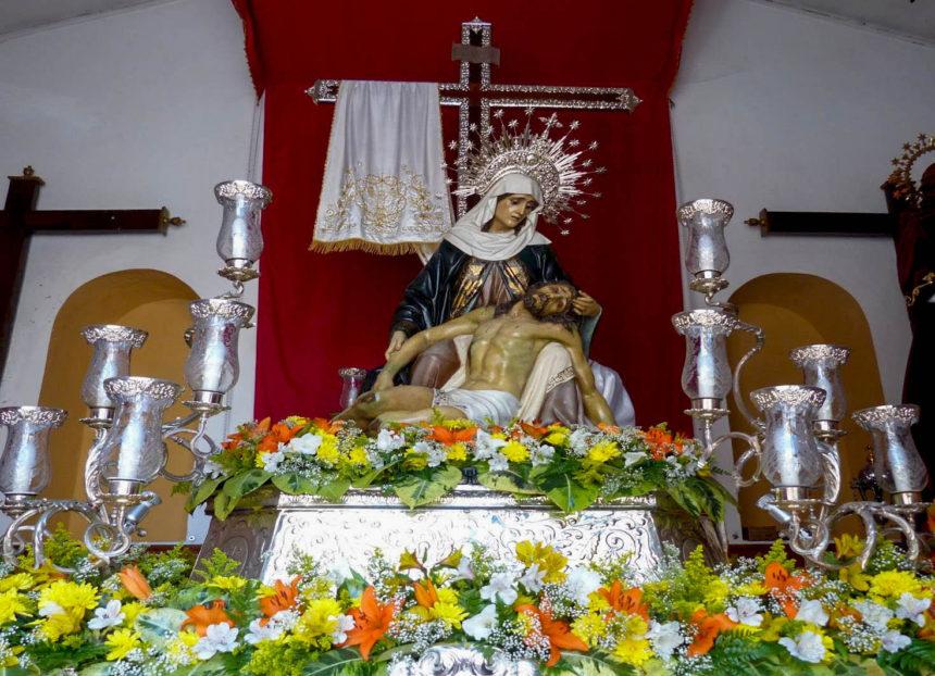 La Piedad en su altar en el Calvario