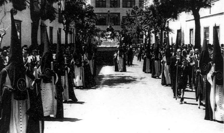 La Piedad por la calle Iriarte. Foto de la Hermandad del Calvario