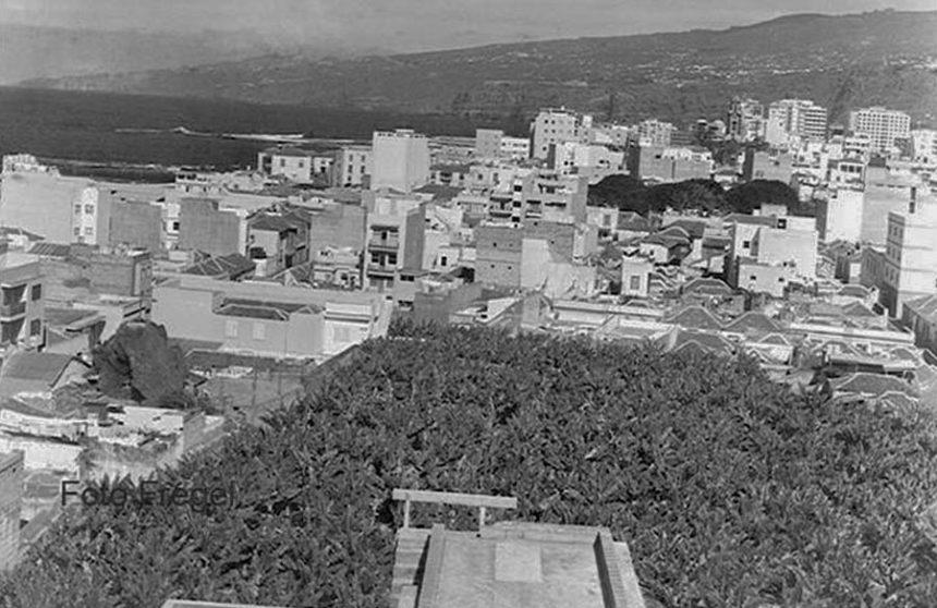 A la izquierda, en primer plano, se aprecia la imagen del Calvario. Foto cedida por Bernardo Cabo Ramón
