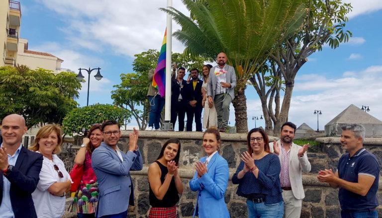 Se izó la bandera arcoíris en la Plaza de Europa