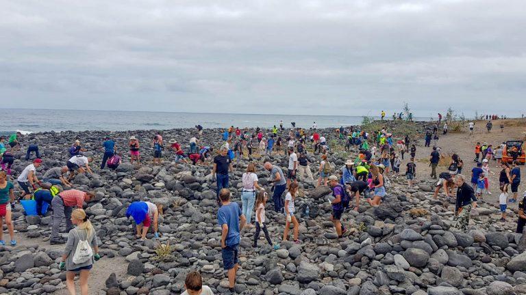 Se actúa contra la moda de los apilamientos de piedras en el Puerto de la Cruz