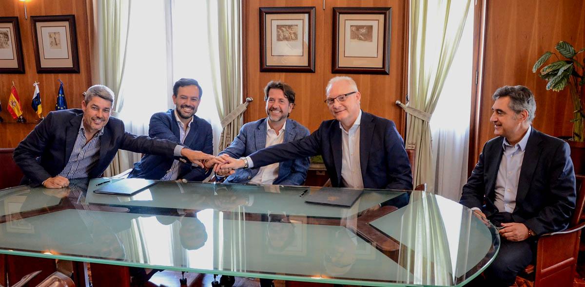 Firma del Contrato en el Cabildo de Tenerife