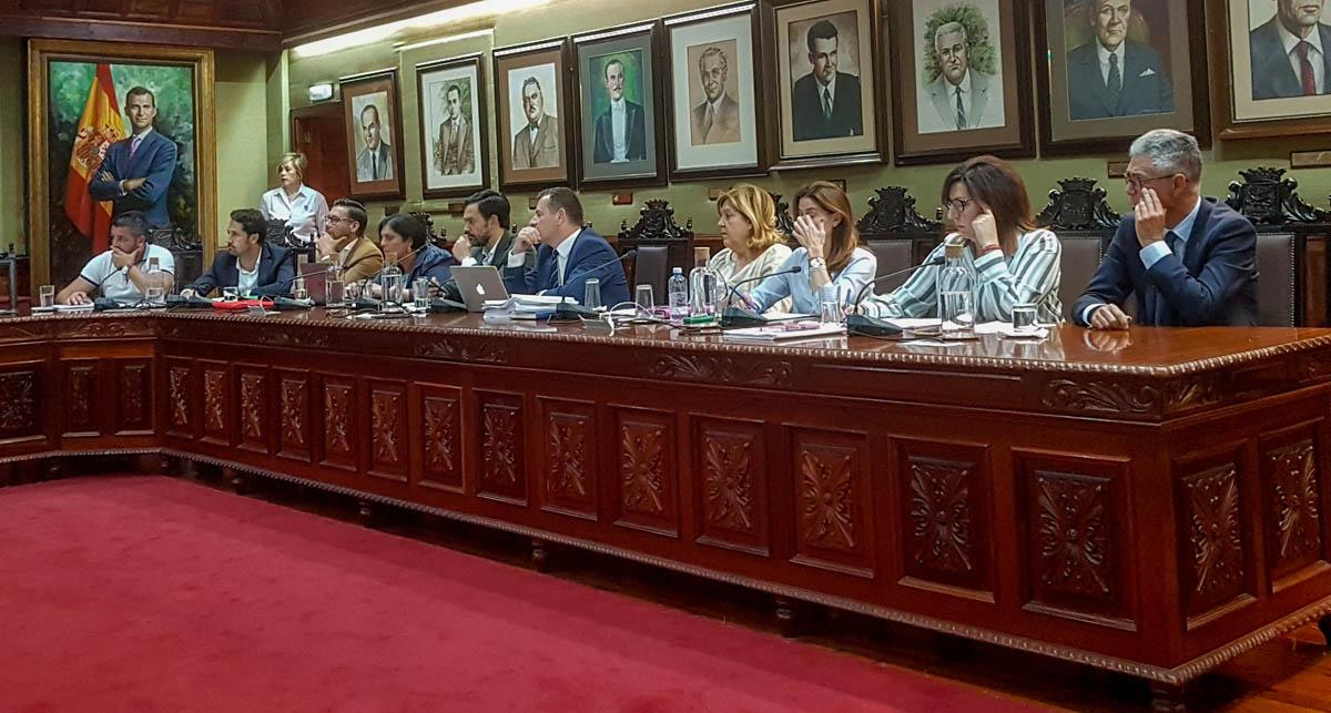 Zona de los grupos de la oposición en el salón de plenos