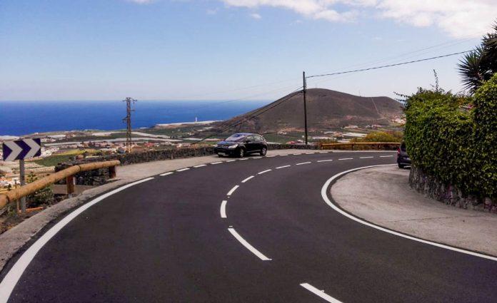 Obras de alfaltado en la carretera Tf-436