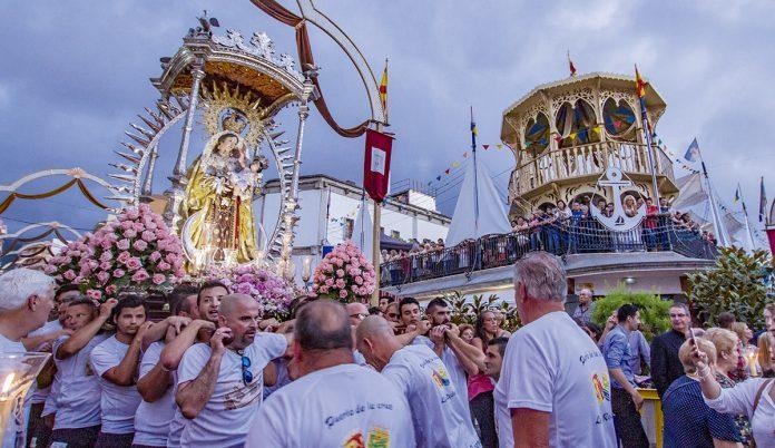 Octava del Carmen con los marinos portuenses procesionando a la Virgen del Carmen realejera