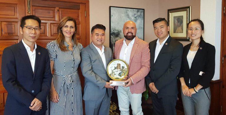 Reunión con representantes de la Asociación Sociocultural China
