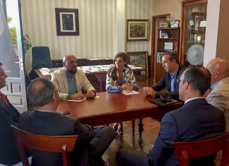 Reunion del gobierno municipal con representantes de ASHOTEL