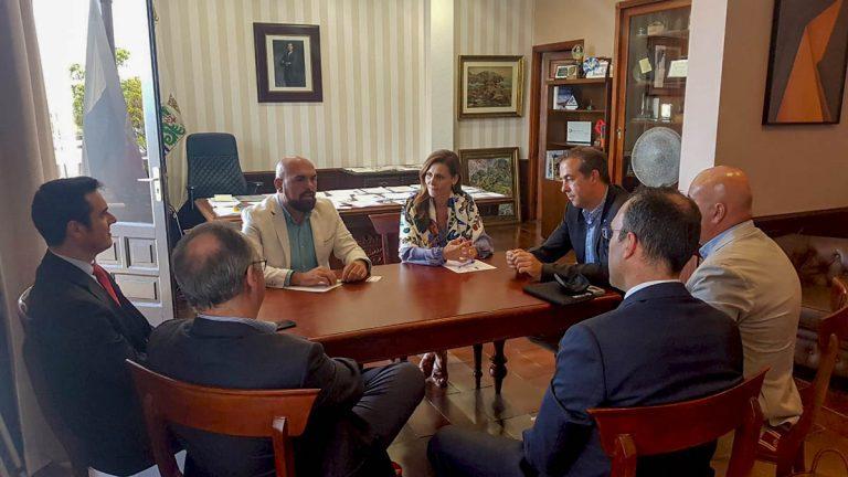 El Gobierno municipal se reúne con la patronal turística