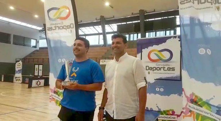 Vicente Pérez gana el torneo de tenis de mesa de las Fiestas de Julio