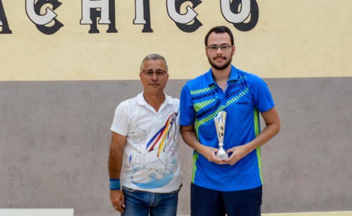 Elberth Parra recibe el trofeo del Concejal de Deportes