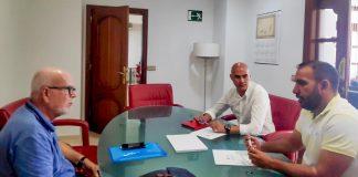 Nicolás Barroso, Jonás Santana y Jonás González en el encuentro mantenido