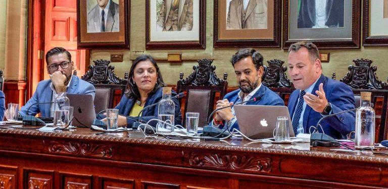 El debate sobre la 'tasa turística' enfrenta a Gobierno y Oposición