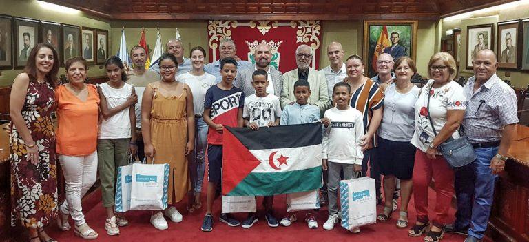 Recepción a niños saharauis y a representantes del Club de Leones