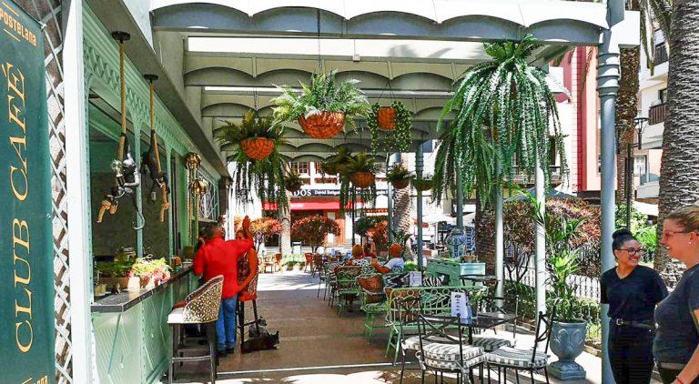 Hoy abrió El Dinámico rebautizado como 'Compostelana Club Café'
