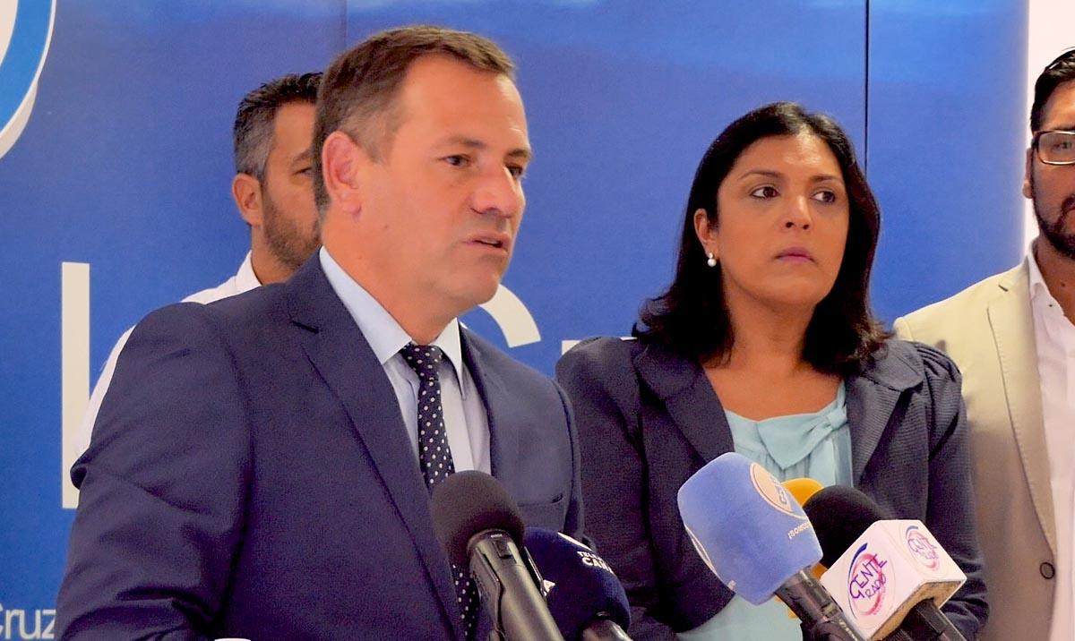 Pedro González durante la rueda de prensa del PP